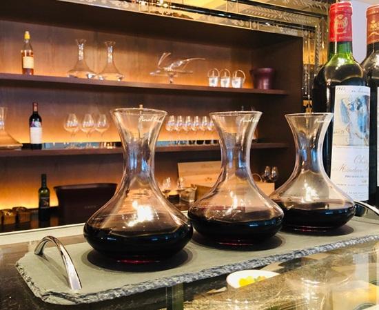セントレジスホテル大阪のラ カーヴのワイン