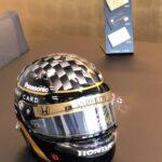 ラグジュアリーカードと佐藤琢磨のヘルメット